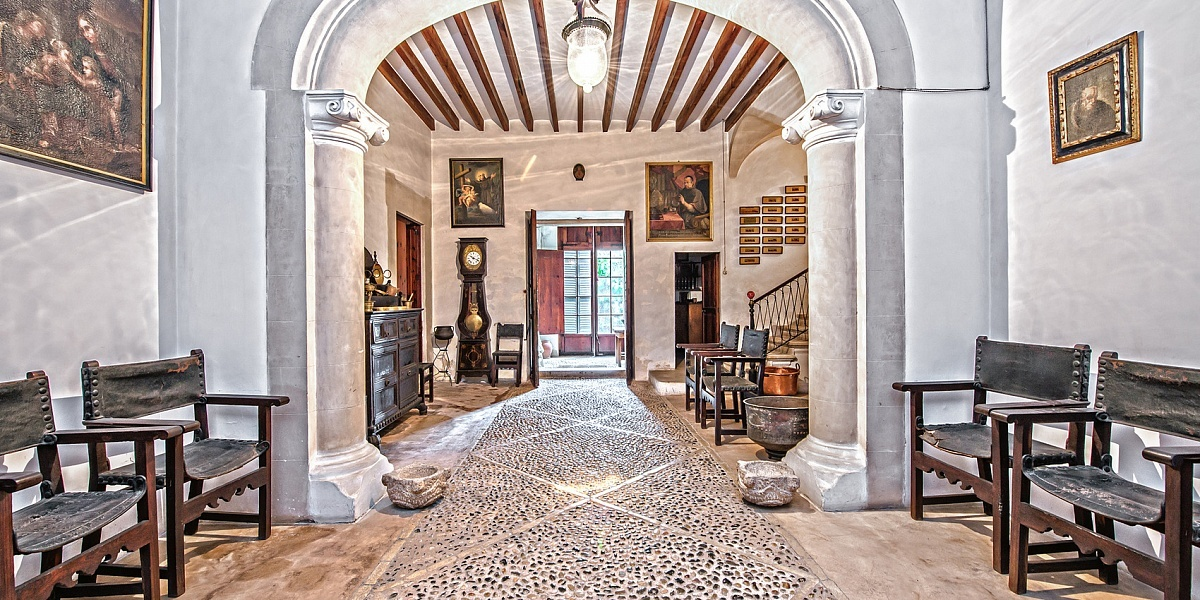7 bedroom Townhouse for sale in Llucmajor, Mallorca