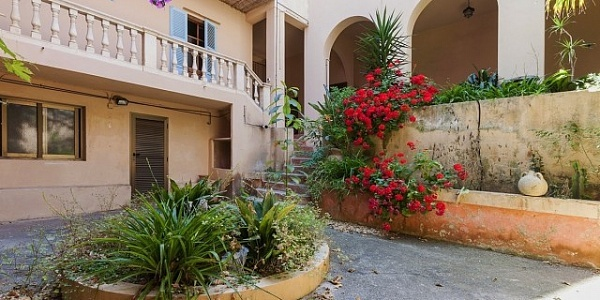 12 bedroom Hotel for sale in Arta, Mallorca