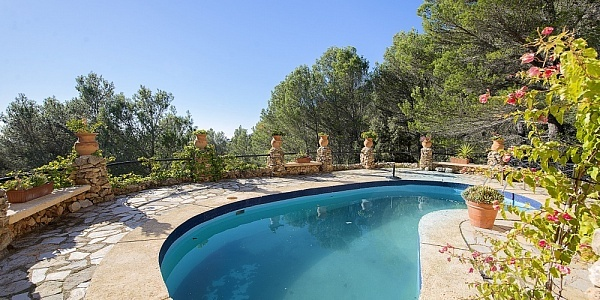 2 bedroom Finca for sale in Puigpunyent, Mallorca
