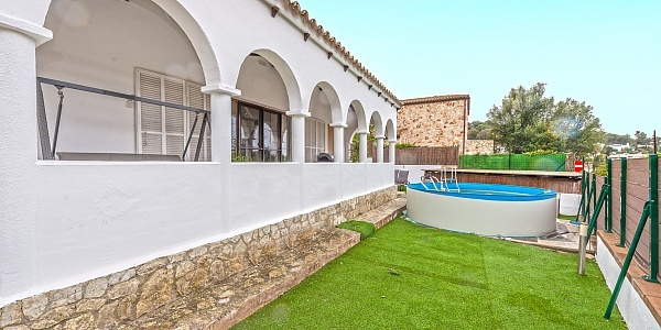 2 bedroom Villa for sale in Costa de la Calma, Mallorca