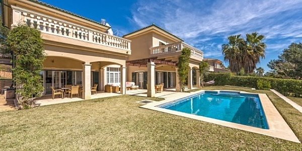 4 bedroom Villa for sale in Cala Vinyas, Mallorca