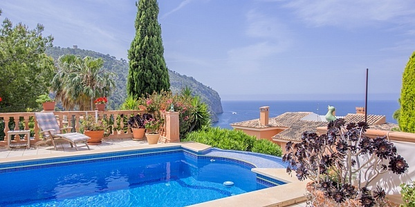 5 bedroom Villa for sale in Camp de Mar, Mallorca