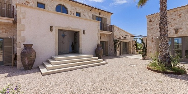 5 bedroom Villa for sale in Ses Salines, Mallorca