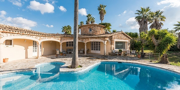6 bedroom Finca for sale in Santa Maria del Cami, Mallorca
