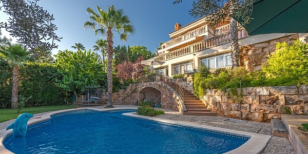 6 bedroom Villa for sale in Bunyola, Mallorca