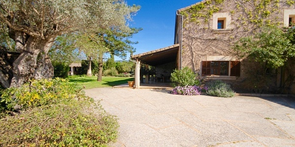 8 bedroom Finca for sale in Santa Maria del Cami, Mallorca