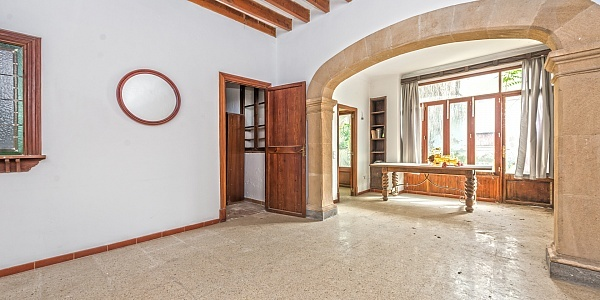 8 bedroom Townhouse for sale in Santa Maria del Cami, Mallorca