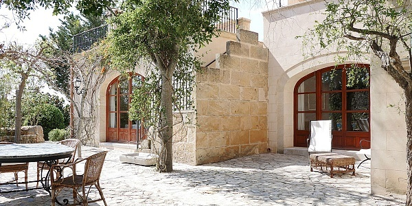 9 bedroom Finca for sale in Santa Maria del Cami, Mallorca